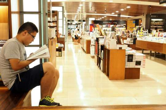 Shift from e-books to print